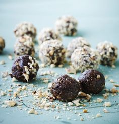 Der må konfekt på bordet i denne søde tid! Lav selv den lækreste julekonfekt med chokolade, kaffe og tørret frugt. Den er jo faktisk (næsten) sund og giver god energi til juletravlheden.