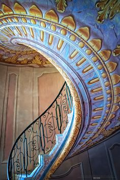Arte y Arquitectura!staircase by Beate Pischl on Beautiful Architecture, Beautiful Buildings, Art And Architecture, Architecture Details, Grand Staircase, Staircase Design, Staircase Ideas, Grande Cage D'escalier, Beautiful Stairs