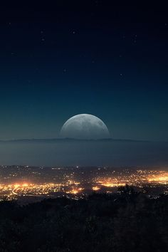 Imagem de moon, city, and night