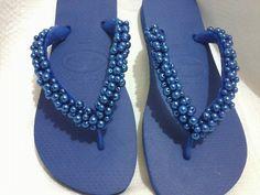 todo bordados com pérolas azul...muito delicado!