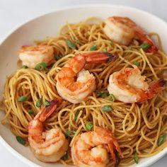 Beyond Sweet and Savory: Garlic Noodles with Shrimp Garlic Butter Shrimp Pasta, Prawn Pasta, Shrimp Noodles, Garlic Prawns, Shrimp Pasta Recipes, Seafood Recipes, Cooking Recipes, Spicy Shrimp, Dinner Recipes