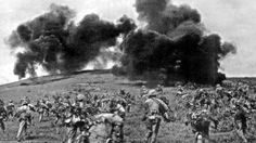 Le 13 mars 1954, le Việt-Minh lance l'assaut contre contre la colline de Him Lam (colline Béatrice, pour les Français), occupée par le 3e bataillon de la division blindée et la Légion étrangère.