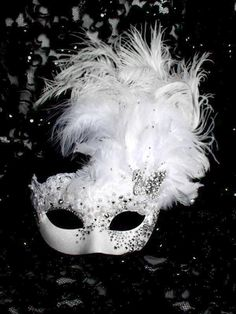 Couture Luxury Crystal White Venetian Swan Masquerade Mask, Regno Unito - Couture Luxury Crystal White Venetian Swan Masquerade Mask, Regno Unito Best Picture For mask movi - Masquerade Wedding, Masquerade Ball, Masquerade Cakes, Masquerade Theme, Mascarade Mask, Costume Venitien, Feather Mask, Venetian Masquerade Masks, Fantasias Halloween