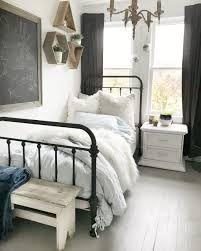 teen girl room – Google Kereső Small Room Bedroom, Trendy Bedroom, Modern Bedroom, Contemporary Bedroom, Small Rooms, Bed Room, Bedroom Plants, Small Spaces, Farmhouse Contemporary