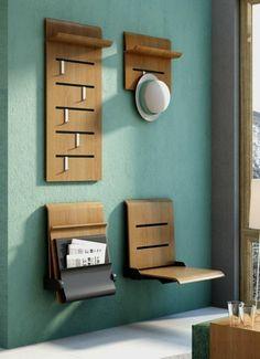 meubles gain de place entrée, vestiaire d'entrée en bois marron, murs en vert