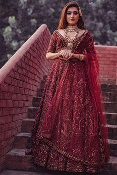 Indian Bridal Outfits, Indian Bridal Fashion, Pakistani Bridal Wear, Indian Fashion Dresses, Bridal Dresses, Lehanga Bridal, Pakistani Dresses, Prom Dresses, Kerala Engagement Dress