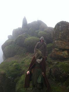Aerith e Shoon in ricognizione in una giornata nebbiosa Fantasy Inspiration, Story Inspiration, Writing Inspiration, Character Inspiration, High Fantasy, Medieval Fantasy, Fantasy Art, Ranger, Wattpad