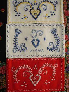 Bordados de Viana Minho, Carpets, Embroidery Patterns, Needlework, Tattoo Ideas, Textiles, Quilts, Blanket, My Favorite Things