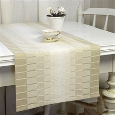 www.bjorkevavstuga.se - Produkter Table Runner And Placemats, Quilted Table Runners, Loom Weaving, Hand Weaving, Tablerunners, Weaving Projects, Weaving Patterns, Small Quilts, Table Linens