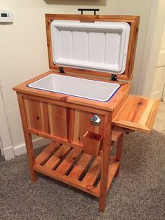 New Ideas Yard Furniture Diy Cooler Stand Wood Cooler, Patio Cooler, Diy Cooler, Pallet Cooler, Outdoor Cooler, Woodworking Furniture, Diy Woodworking, Furniture Plans, Wooden Furniture