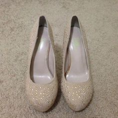 Tan/gold stiletto heels Never worn round toe pump. Comes with pink shoe dazzle bag. LOWEST PRICE Shoe Dazzle Shoes Heels