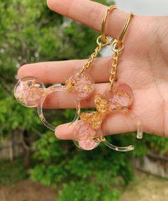 Diy Resin Keychain, Cute Keychain, Diy Resin Art, Diy Resin Crafts, Resin Flowers, Dried Flowers, Resin Charms, Etsy Business, Resin Jewelry