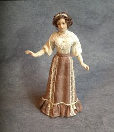 Christa's Doll's: Galerie 2015 t/m 2018 Victorian Dolls, Victorian Dollhouse, Dollhouse Dolls, Miniature Dolls, Doll House People, Barbie Miniatures, Barbie Gowns, Madame Alexander Dolls, Dollhouse Accessories