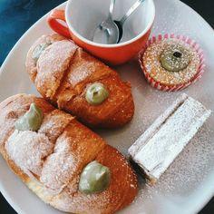BUONGIORNO ❄️🌞 vi aspettiamo con specialità appena sfornate!! #goodmorning #cosebuone #freshfromtheoven #brioches #breakfast #pastry #eatwithlove