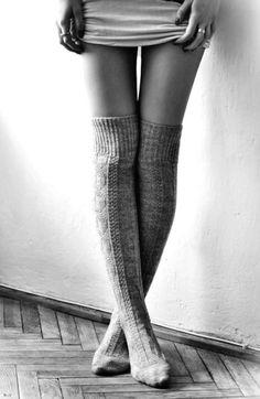 indispensable en hiver : les chaussettes hautes