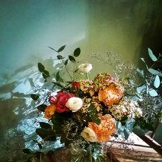 Les Mauvaises Herbes. #flowers #flowershop #bordeaux #florist Bouquet: Eucalyptus/renoncules/limonium/dianthus/roses.