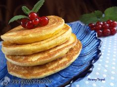 Apró palacsinta Jamie Olivertől recept aranytepsi konyhájából - Receptneked.hu My Recipes, Cake Recipes, Dessert Recipes, Hungarian Recipes, Sweet Cakes, Quick Meals, Pancakes, Deserts, Food And Drink