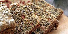 ULRIKA: Den svenske lavkarbo-eksperten Ulrika Davidsson har laget brød med gojibær. Dog Food Recipes, Banana Bread, Caribbean, Steak, Gluten Free, Desserts, Glutenfree, Deserts, Steaks