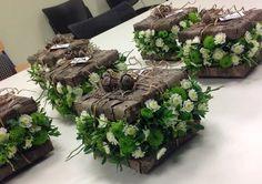 Wow it looks like a beautiful suitcase for a wedding honeymoon adventure ❤️❤️ Flower Boxes, My Flower, Flower Art, Deco Floral, Art Floral, Floral Design, Ikebana, Fresh Flowers, Beautiful Flowers