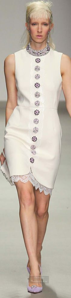 Holly Fulton.Fall 2015. https://www.pinterest.com/linkac1/fashion-~-white-purity/