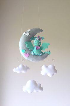 Lune de mobile - mobile - dragon mobile bébé - dragon fairytale mobile - bébé mobile