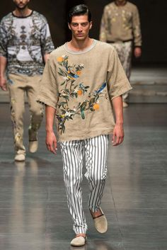 http://www.style.com/slideshows/fashion-shows/spring-2016-menswear/dolce-gabbana/collection/25