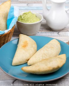 Empanadas venezolanas de pollo | Laylita.com – Recetas de Cocina Pollo Guisado, Dishes, Cooking, Ethnic Recipes, Food, Passion, World, Tomato Paste, Appetizers