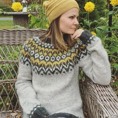 Ravelry: Project Gallery for Riddari pattern by Védís Jónsdóttir Icelandic Sweaters, Cozy Sweaters, Sweaters For Women, Sweater Knitting Patterns, Free Knitting, Nordic Sweater, Date Outfits, Wool Cardigan, Fair Isles