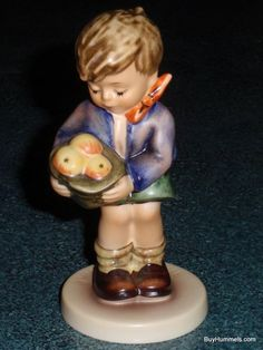 """""""A Gift From A Friend"""" Goebel Hummel Figurine #485 TMK7 EXCLUSIVE EDITION - MINT"""