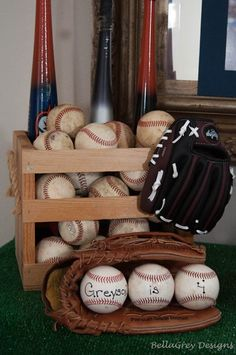 We Heart Parties: Vintage Baseball Party Baseball Theme Birthday, Sports Birthday, Sports Party, 6th Birthday Parties, 1st Boy Birthday, Birthday Ideas, Themed Parties, Vintage Baseball Party, Kids Baseball Party