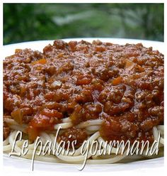 Le palais gourmand: Sauce à spaghetti piquante et bien garnie Best Spaghetti Sauce, Cooking Spaghetti, Pasta, Bechamel, Bolognese, Salad Dressing, Sauce Recipes, Food To Make, Chili
