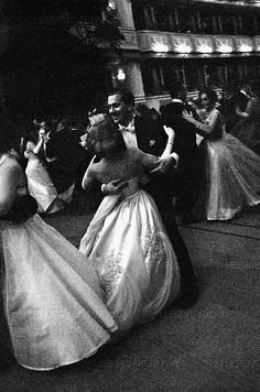 Vienna Opera ball, Erich Lessing 1950s Becoming A Model, Shall We Dance, Great Photographers, Magnum Photos, Masquerade Ball, Art Of Living, Vienna, Vintage Posters, Austria