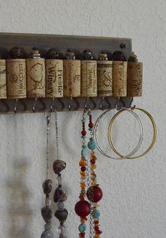 Natural Wine Cork Wall Hanging Jewelry Organizer by blingbaby247                                                                                                                                                                                 Mais