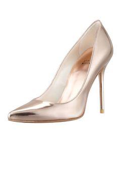 The hottest summer sandals: Stuart Weitzman rose metallic pumps Rose Gold Heels, Summer Heels, Summer Sandals, Metallic Pumps, Lace Up Sandals, Court Shoes, Designer Heels, Bridal Shoes, Wedding Shoes