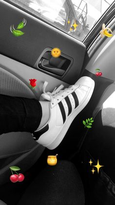 Ready to go for shopping Snapchat Picture, Instagram And Snapchat, Girl Photography Poses, Tumblr Photography, Aesthetic Photo, Aesthetic Pictures, Emoji Tumblr, Emoji Photo, Cute Emoji Wallpaper