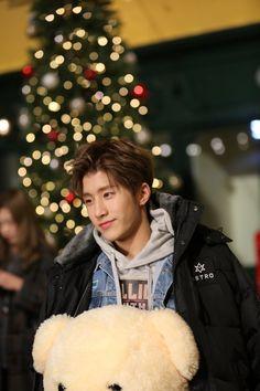"[18.01.17] Shooting ""Idol VR Drama"" - JinJin"