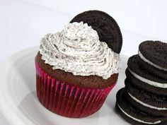 oreo cupcakes with a whole oreo at the bottom....tried these; Awesome!
