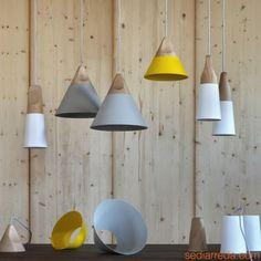 Slope S - Pendellampe aus Holz und Metall, in verschiedenen Größen