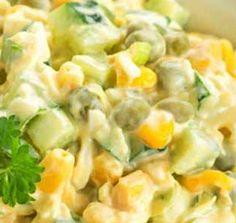 COMIDINHAS FÁCEIS: Salada de alface com milho, ervilhas e molho de iogurte