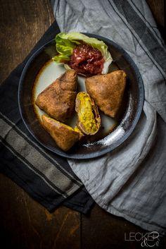 Samosas | Indische Teigtaschen mit Kartoffeln und Erbsen - LECKER&Co | Foodblog aus Nürnberg