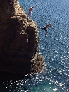 cliff jumping at sharkies, second valley