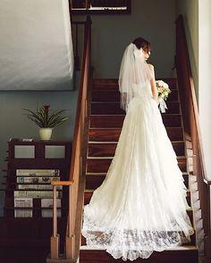 ハワイのセントラルユニオン大聖堂にて挙式の花嫁さま♡ お支度後のワンシーン♪