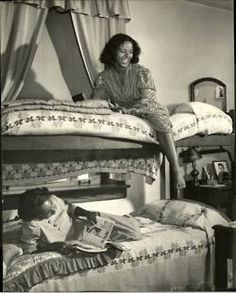 """vintageblackglamour: """" Howard University students photographed in their dorm by LIFE magazine's Alfred Eisenstaedt for a November 1946 photo essay. See other Howard students here. University Dorms, Howard University, People Reading, The Jackson Five, American Photo, American Fashion, American Life, Vintage Black Glamour, Provocateur"""