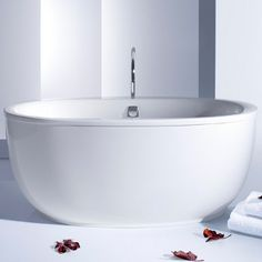 Hytec is a Kohler company that provides bath and shower products including bathtubs, whirlpools, shower receptors, system connects and tilewalls. Hytec bath and shower products are available in Canada. Bath And Shower Products, Modern Bathtub, Bathroom Renos, Bathroom Ideas, Whirlpool Bathtub, Celebrity Houses, Updated Kitchen, Florida Home, At Home Spa