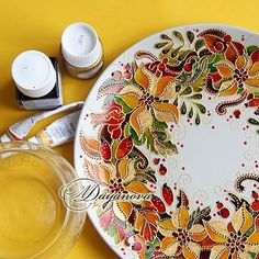 Glass Painting Patterns, Pottery Painting Designs, Glass Painting Designs, Glass Ceramic, Mosaic Glass, Mosaic Art, Painted Wine Glasses, Painted Wine Bottles, Stained Glass Paint