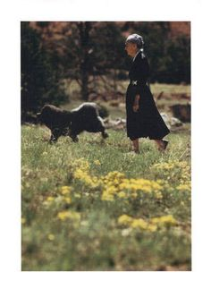 Georgia O'Keefe walking her chow