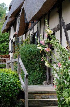 Anne Hathaway's Cottage, Stratford-Upon-Avon, England !!
