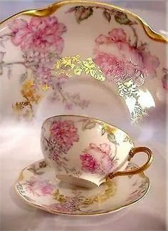 Antique Haviland Limoges France Cup and Saucer Big Pink Roses Lilacs Fancy Gold A Vintage Cups, Shabby Vintage, Vintage Tea, Vintage Dishes, Vintage Party, Vintage China, Teapots And Cups, Teacups, China Tea Cups
