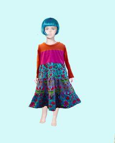 Ma robe qui tourne, personnalisable avec les tissus en stock. Velours côtelé et jersey coton Prix 45E taille standard 2 ans jusqu'au 6 ans d'autres tailles possible sur simple demande