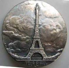 ¤ Silver plated button with the Tour Eiffel